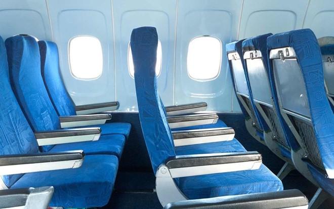 Vì sao phải dựng thẳng ghế khi máy bay cất và hạ cánh?