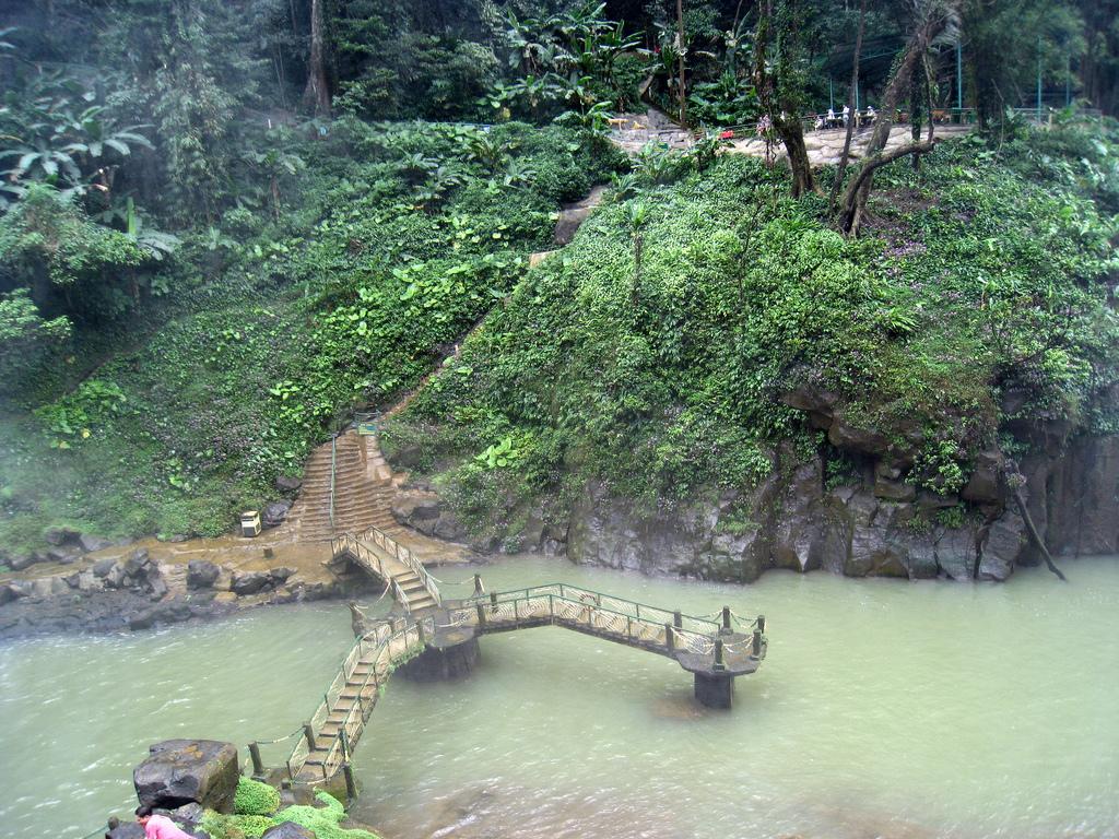 Đà Lạt-Thác Đambri-Làng Cù Lần-Vườn Dâu Tươi 3*