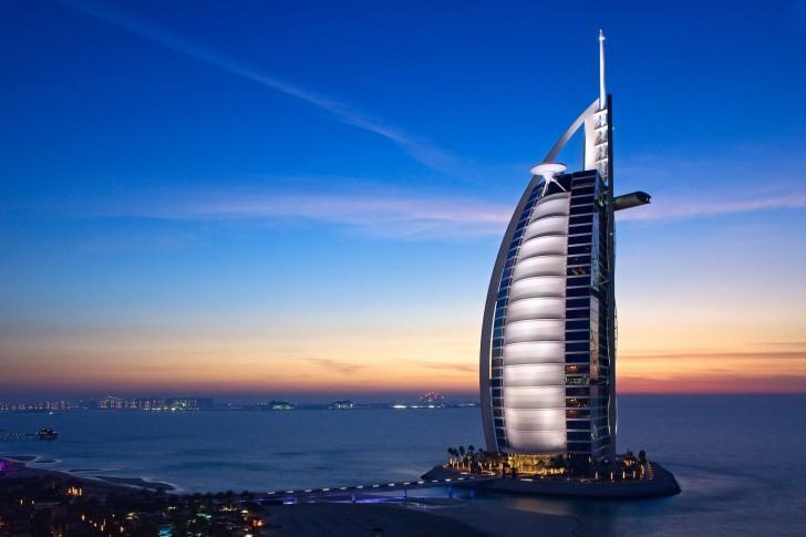 Dubai-Abu Dhabi (4N4Đ): KS 5*